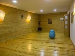 Sala de terapias alternativas vista desde el fondo